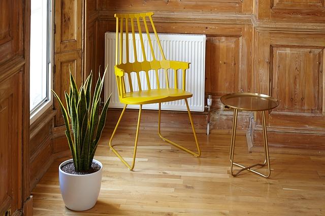 žlutá židle
