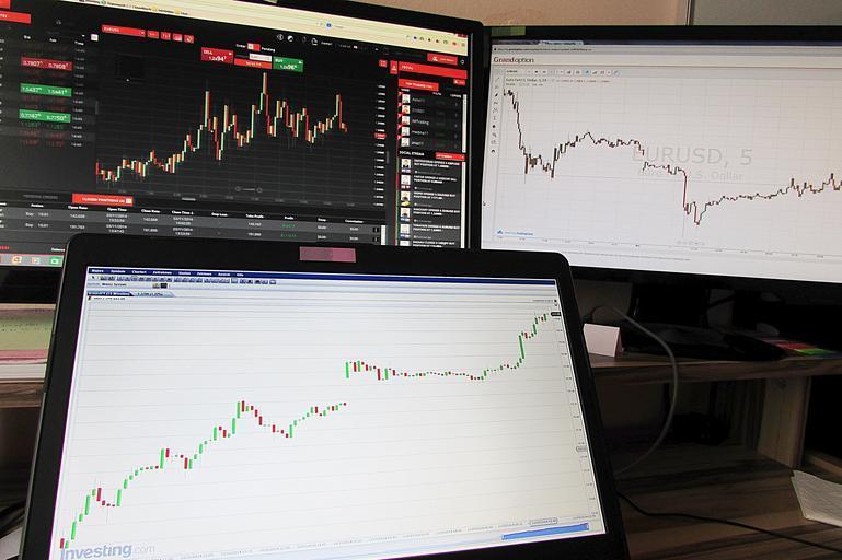 grafy na monitorech