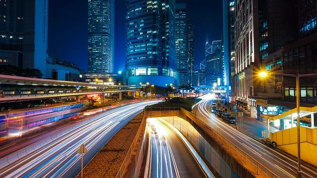 pohyb aut ve městě