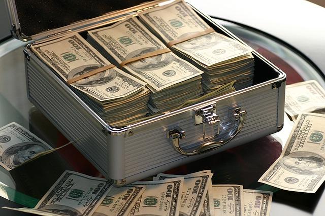 kufřík s penězi