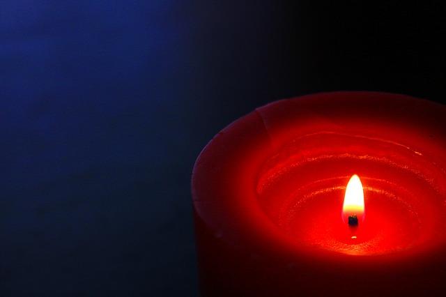 hořící svíčka